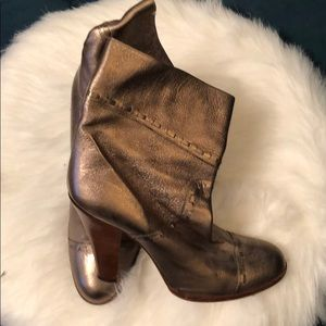 MARC JACOBS Taupe Metallic Leather Booties Sz 39.5